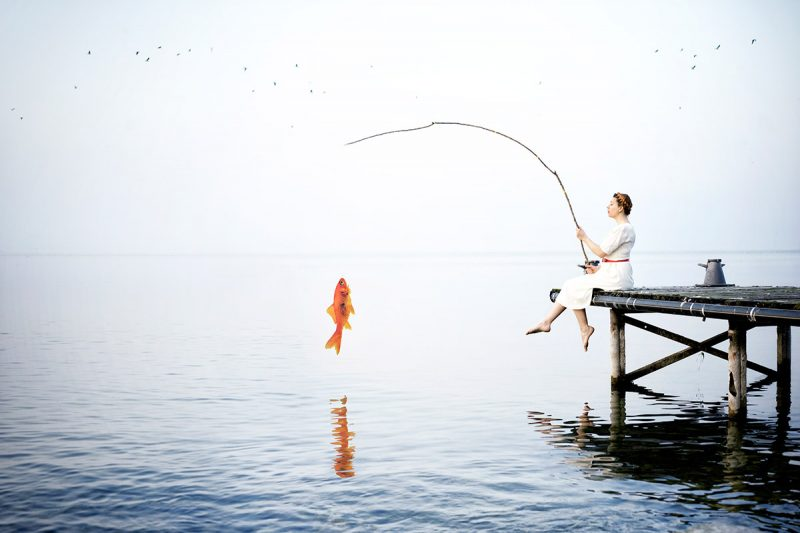 Delphine Millet Fish in the sea – Staged photography delicate sensitive surrealist minimalist lake goldfish humor funny – Art conceptual photographer in Berlin